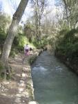 sendero junto al rio